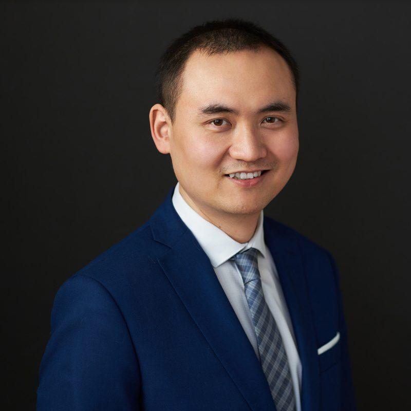 Montreal-business-headshot-male-navy-suit-tie-black-background-corporate-portrait
