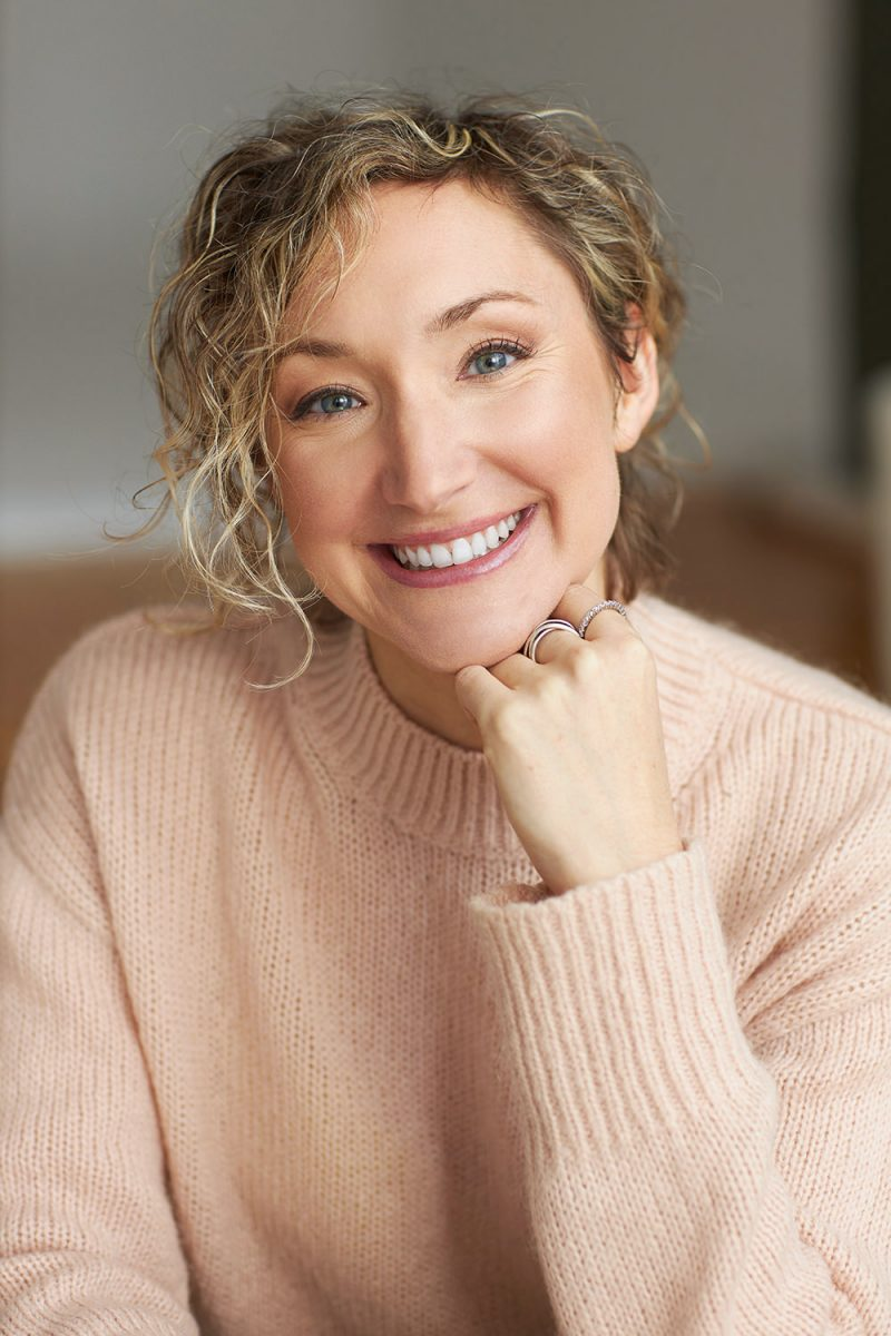 Montreal-casual-lifestyle-headshot-female-peach-color-cozy-sweater-curly-hair-by-nadia-zheng