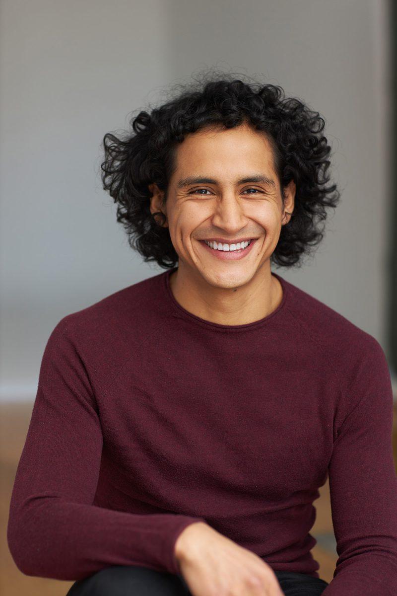 Montreal-lifestyle-headshot-curly-hair-burgundy-sweater-by-nadia-zheng