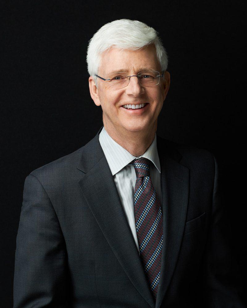 black-background-business-portrait-male-lawyer-by-montreal-headshot-photographer-nadia-zheng