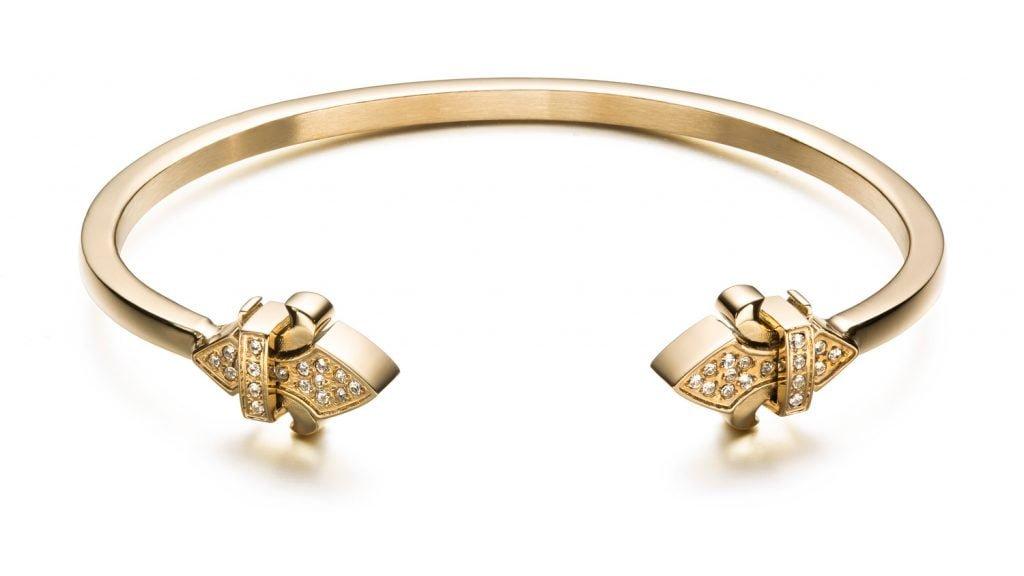 Montreal-jewelry-photographer-nadia-zheng-gold-diamond-fleur-de-lis-bracelet
