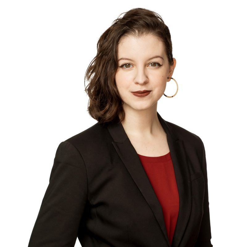 Montreal-on-location-corporate-team-headshots-with-pure-white-background-06